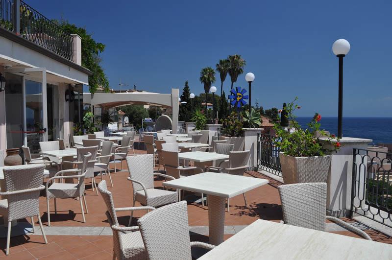 Hotel baia azzurra giardini naxos taormina it lie 2018 specialista na it lii ck cicala - Hotel la riva giardini naxos ...